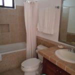 5.- Villas Mayaluum - Master bathroom