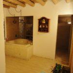 Main Bathroom and massage area / Baño Principal con área para masajes