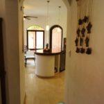 Hall way to Kitchen / Pasillo a la Cocina