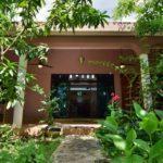 3a.- Casa Bonanza - living room door & back yard